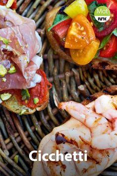 Her får du kjendiskokken Gino D'Acampos utgave av cicchetti, som er små italienske munnfuller med godt pålegg. En med reker og chilimajones, en med nduja og parmaskinke og en med tomater og basilikum. Tapas, Shrimp, Meat, Food, Italia, Essen, Meals, Yemek, Eten