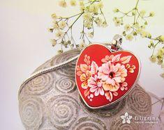 FLOWER LACE Herz Anhänger weißem Blumenmotiv auf von Filigrina
