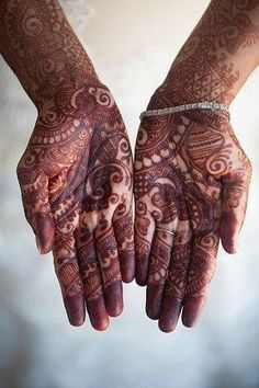 Rajasthani mehndi designs are all about bringing out the culture and folk values of their tradition on the hands of the bride to be. Here are some of the best rajasthani mehndi designs ever. Mehandi Designs, Rajasthani Mehndi Designs, Latest Mehndi Designs, Round Mehndi Design, Mehandi Design For Hand, Henna Palm, Red Henna, Wedding Henna, Bridal Mehndi