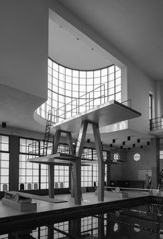 Giuseppe Terragni e i razionalisti comaschi Bauhaus, Modern Buildings, Interior Architecture, Co Housing, Building Images, Streamline Moderne, Contemporary Building, Art Deco Home, Modern Masters