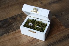 Wedding Ring Box, Ring Box, Ring Bearer, Ring Pillow, Proposal Ring Box, Ready to ship , Custom Wedding Box, Faux Moss Cushion, Rustic
