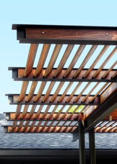 Patio Details: A Modern Pergola Stands Up