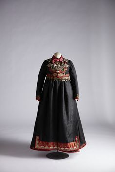 Costumes Around The World, Ethnic Dress, Folk Costume, Ethnic Fashion, Norway, Beautiful Pictures, Embroidery, Inspiration, Dresses