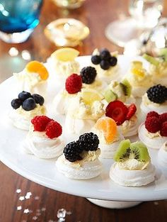 fruit pavlovas, perfect for a summer afternoon tea!Mini fruit pavlovas, perfect for a summer afternoon tea! Mini Desserts, Just Desserts, Dessert Recipes, Tea Party Recipes, Food For Tea Party, Bbq Food Ideas Party, High Tea Food, Plated Desserts, Afternoon Tea Parties