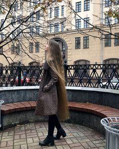 Pentecostal Hairstyles, Rapunzel Hair, Really Long Hair, Beautiful Long Hair, Gorgeous Women, Silky Hair, Shoulder Length Hair, Dream Hair, Female Images