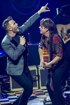 Love this picture of Gary and Mark at the Apple Music festival 2015 Great Bands, Cool Bands, Robbie Williams Take That, Howard Donald, Jason Orange, Mark Owen, Gary Barlow, Pop Group, Good People