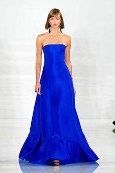 Ralph Lauren sigue la apuesta por el azul cobalto, en su paleta de colores súper brillantes. Primavera 2014
