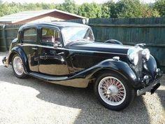 1937 Jaguar SS Saloon via doyoulikevintage Classic and antique cars. Sometimes custom cars but mostly classic/vintage stock vehicles. Jaguar Cars, Jaguar F Typ, Retro Cars, Vintage Cars, Antique Cars, Vintage Ideas, Tata Motors, Motos Bmw, Automobile
