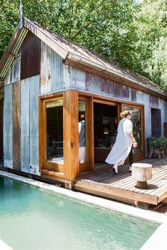 Is this what you mean with the corrugated iron? (just no pool! Tin House, Tiny House Cabin, Tiny House Design, Tiny Cabins, Rustic Shed, Shed Homes, Barn Homes, Little Houses, Bungalow