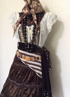 OVERNIGHT SHIPPING Fortune Teller Halloween Costume - Adult Women's Pirate Costume xs