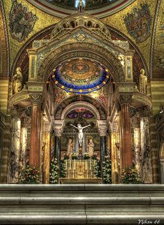 Containing 41.5 million glass tesserae pieces applying over 7,000 colors, the St. Louis Cathedral Basilica has the largest mosaic collection in the world . The mosaics cover 83,000 square feet.