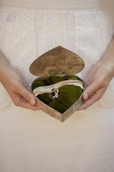heart box + moss ring pillow