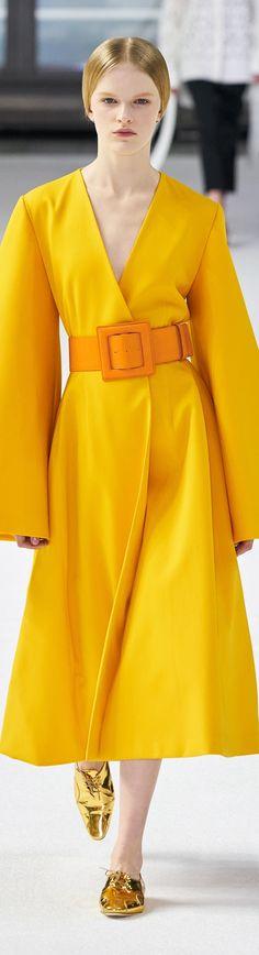 Damenmode - Fruehlingstyp # Farbberatung # Stilberatung # Farbige # SabinaBoddem The Glamour of Luxu Only Fashion, Fashion 2020, Love Fashion, Runway Fashion, Plus Size Fashion, High Fashion, Fashion Design, Carolina Herrera, Color Type