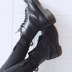 style, grunge et shoes image sur We Heart It Grunge Girl, Grunge Style, Soft Grunge, Black Grunge, Dr. Martens, Moira Burton, Sock Shoes, Shoe Boots, Hipster
