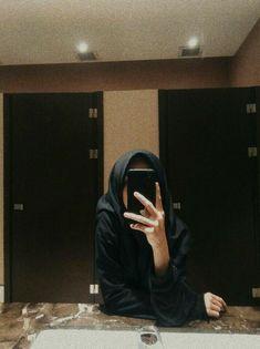 Mirror selfie home cleaning