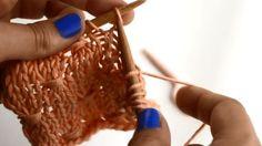 """Kennst Du schon den """"Estonian Button Stitch""""? Nein? Dann wird es nun höchste Zeit! Im Video erfährst Du, wie Du dieses Muster selbst nachstricken kannst."""