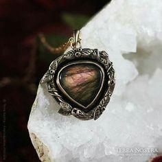 Labradorite heart Pagan, Labradorite, Class Ring, Heart, Rings, Pretty, Jewelry, Jewlery, Jewerly