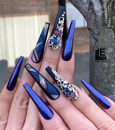 The manicurist designed the manicure color to be beautiful. It feels like a part of the canvas is directly placed on your nails, and it is also equipp Nail Art Designs, Latest Nail Designs, Ongles Bling Bling, Bling Nails, Stylish Nails, Trendy Nails, Nail Swag, Nagel Bling, Nail Mania