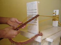 Weaving fringe on a loom                                                                                                                                                      Mais