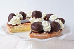 Ooit wel iets lekkerders gehoord dan deze Bossche bollen vlaai? Neem gauw een kijkje en maak die heerlijke vlaai met dit recept!