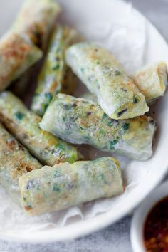 Spring Rolls: Vietnamese rice pancakes - can't get enough Vietnamese food yummy! Vietnamese Recipes, Asian Recipes, Beef Recipes, Cooking Recipes, Vietnamese Rice, Good Food, Yummy Food, Spring Rolls, Appetisers