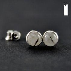 KRESKI DWIE | Monika Kraczek  Mini earrings. Silver and quartz with tourmaline.