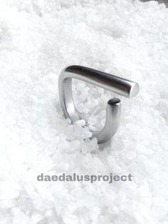 anello stile minimal, anello donna, anello uomo satinato fatto a mano alluminio colore argento minimal ring di daedalusproject su Etsy