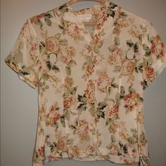 Delicate flowered silk Casual Corner blouse This is an understated floral silk blouse.  It is so soft and light weight.  It is perfect under a jacket or alone. This blouse is a Casual Corner & Co item 100% silk size large top Casual Corner Tops Blouses