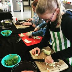 Kids prepping for fresh spring rolls and dumplings loving their opportunity to be hands on making new friends Holiday Recipes, Great Recipes, Healthy Recipes, Recipe Link, Recipe Box, Dinner Dishes, Food Dishes, My Favorite Food, Favorite Recipes
