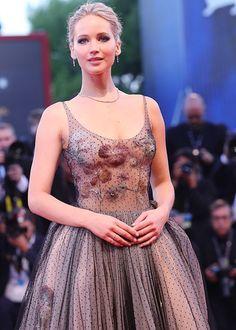 Jennifer Lawrence impacta en Venecia.