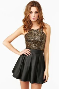 This outfit is really nice. The gold crop top is perfect with the black skater skirt. Maybe some accessories: a gold bracelet or alongside those lines. Defiantly no necklaces. This outfit is just perfect! Beauty And Fashion, Cute Fashion, Womens Fashion, Pretty Outfits, Cool Outfits, Summer Outfits, Skirt Outfits, Dress Skirt, Waist Skirt
