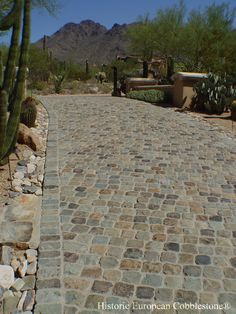 Cobblestone Gallery – Antique Reclaimed Old Granite Cobblestone, Antique Curb, Stone Driveway Pavers - Hof Ideen Cobbled Driveway, Brick Driveway, Driveway Design, Driveway Landscaping, Outdoor Landscaping, Driveway Apron, Landscape Edging Stone, Cobblestone Driveway, Gravel Walkway