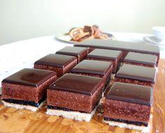W kuchni GRA: Ptasie mleczko czekoladowe z lustrzaną polewą Polish Recipes, Polish Food, Gra, Food And Drink, Cooking Recipes, Sweets, Candy, Dishes, Chocolate