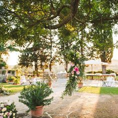 Boho wedding at Borgo di Tragliata Location 💕 Fab make up & hair by Dress Incredibly beautiful flowers by Celebrant ceremony A lot of music & fun by the crazy wedding party band Ping 💕🌿 Crazy Wedding, Irish Wedding, Boho Wedding, Destination Wedding, Dream Wedding, Wedding Ideas, Boho Bride, Wedding Season, Good Music