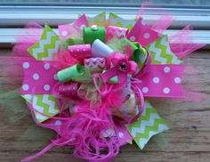 Funky Loopy Bow! This is a super fun and creative bow where you can use many different ribbons, gems, stickers, brads, anything you want on top! What you nee...