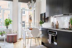 Os imóveis estão cada dia mais caros, por isso, a escolha da grande maioria é por apartamentos pequenos. Quando nos mudamos aqui para o nosso apê, achamos que ia ser meio complicado deixar o nosso cantinho bonito com apenas 55m². Depois de muitas pesquisas, achamos que isso é mega besteira e que você pode deixar …