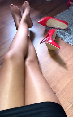 I am a mature man who has had a life long obsession with women in nylons not wearing shoes. Pantyhose have there place, but I especially like full fashion stockings. Nylons And Pantyhose, Nylons Heels, Stiletto Heels, Stockings Heels, Nylon Stockings, Great Legs, Beautiful Legs, Nice Legs, Beautiful Women