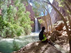 Watching Mooney Falls from the bottom!