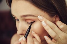 If you love the look of liquid eyeliner but don't have a steady hand, read how easy it is to apply liquid eyeliner for beginners.