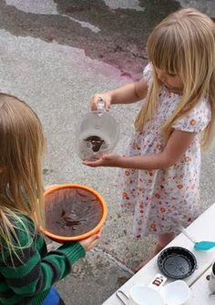 Could use this activity to teach water purification, how different particles react in water. Also fun art project when grate chalk. Cool Art Projects, Science Projects, Water Experiments, Messy Art, Water Purification, Fun Art, Art Education, Dog Bowls, The Help