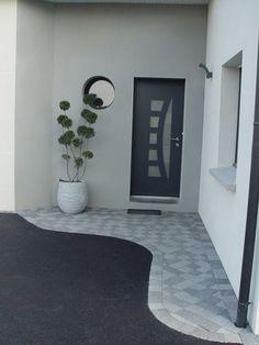Une entrée déco moderne devant la maison