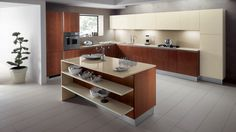 Carol kuchyň s ostrůvkem kombinuje třešňové dřevo a béžový lak, design by Vuesse