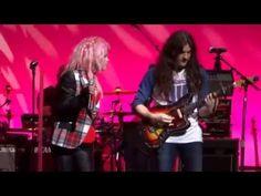 Veja Cyndi Lauper e Kurt Vile cantando clássico dos Rolling Stones #Cantora, #NovaYork, #Rock, #True http://popzone.tv/2015/12/veja-cyndi-lauper-e-kurt-vile-cantando-classico-dos-rolling-stones.html