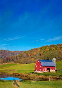 Red barn in the mountains of West Virginia         ©Scalder Photography.