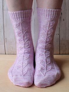 Knitted toe-up socks with a delicate seed head pattern created using dip stitches Head Sock, Photo Tutorial, Knitting Socks, Dip, Stitches, Knit Crochet, Seeds, Delicate, Pattern