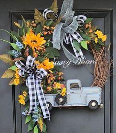 60 Cheerful Spring Wreath Ideas to Add a Flourishing Bloom To Your Home Decor - . : 60 Cheerful Spring Wreath Ideas to Add a Flourishing Bloom To Your Home Decor – Ethinify Wreath Crafts, Diy Wreath, Wreath Ideas, Thanksgiving Wreaths, Holiday Wreaths, Winter Wreaths, Couronne Diy, Summer Wreath, Wreath Fall