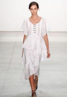 Os melhores vestidos brancos da NYFW
