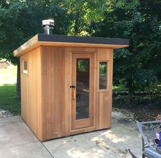 Sauna House, Sauna Room, Deco Spa, Building A Sauna, Sauna Design, Outdoor Sauna, Steam Sauna, Diy Outdoor Kitchen, New England Homes