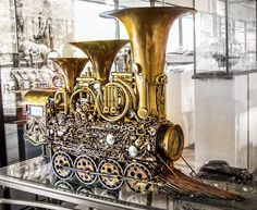 Maybe the coolest steampunk train EVER. I wonder if it plays music?