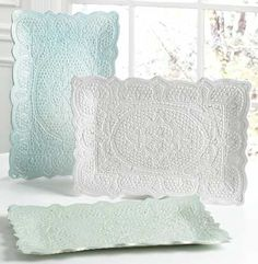 DIY Lace Pottery using air-dry clay and vintage doilies -- so pretty!